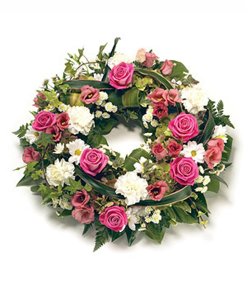 TRADITIONAL MIXED WREATH. Click to enlarge